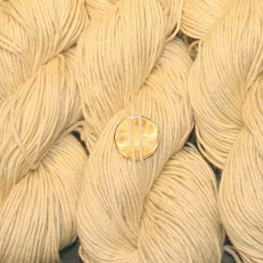 Natural worsted yarn